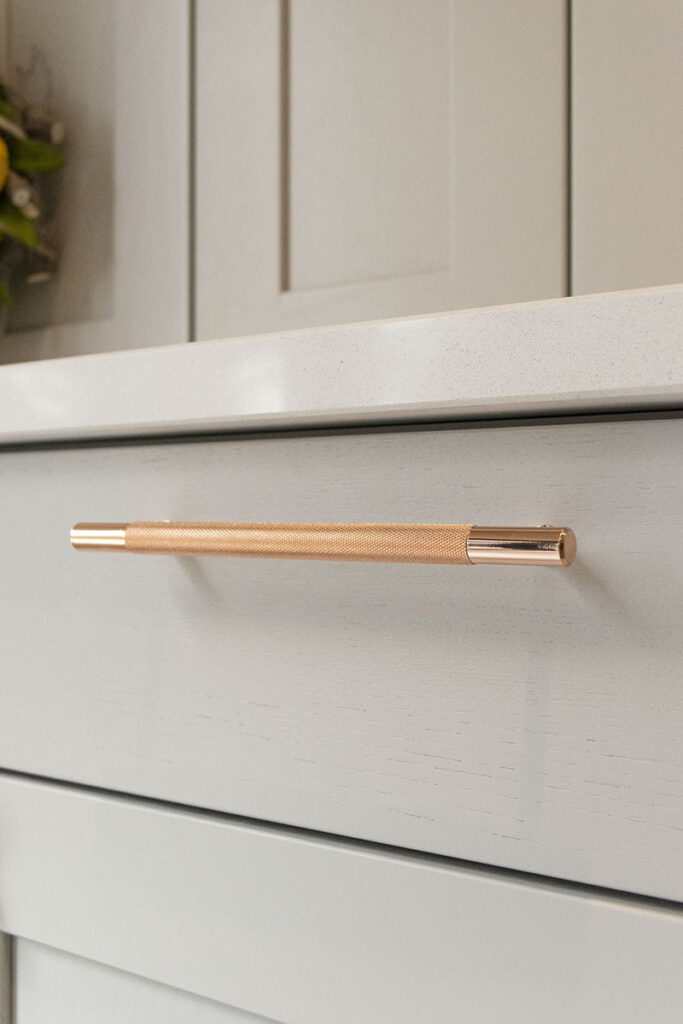 Crofts & Assinder rose gold handles offer a touch of class to the shaker doors