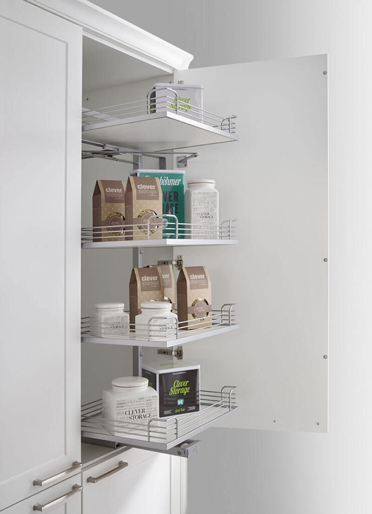 Corner cupboard with pull out storage
