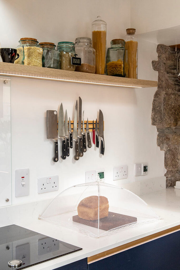 Cute little design features such as the magnetic knife rack are the perfect finishing touch.